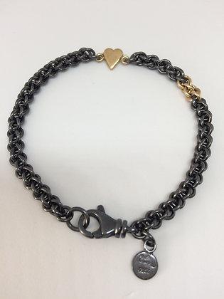 Oksidert armbånd med gullhjerte og gullringer