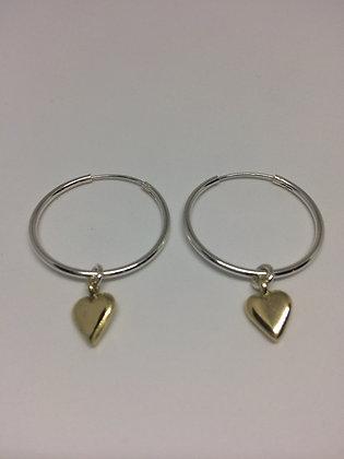 Øreringer i sølv med massive gullhjerter