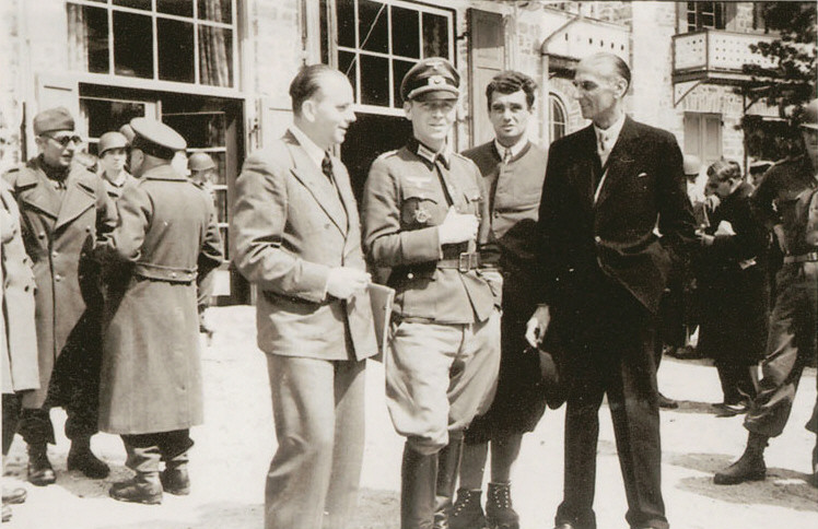 Colonel Bogislaw von Bronin (center) on the day of liberation by American troops at the Hotel Pragser-Wildsee.