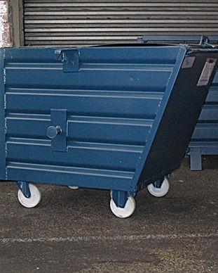 conteneur avec couvercle et roues_1.jpg
