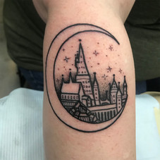 Blackwork Hogwarts for Kaci done at Lit Ink!