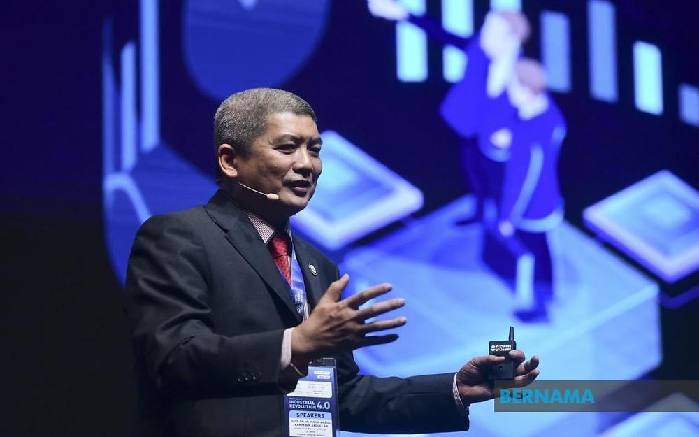 Datuk Dr Ir Mohd Abdul Karim Abdullah, Group managing director and chief executive director