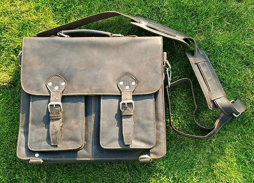 Briefcases, laptop bagsfor men and women made of leather
