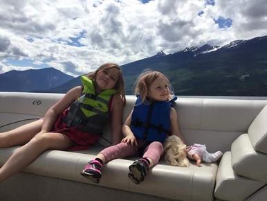 Kids enjoying the relaxing cruise!