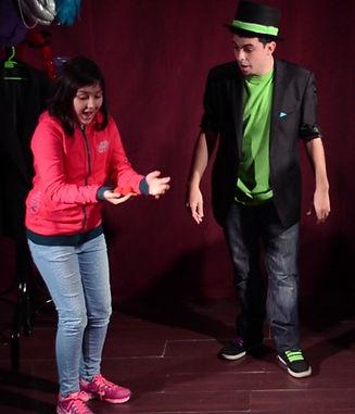Mago Goyo haciendo magia para niños en Vitoria