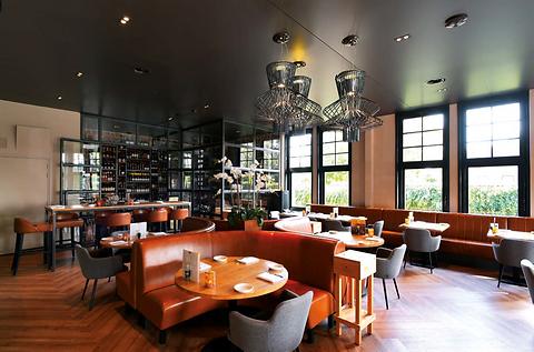 Plafond restaurant.png