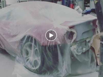 Lavori di ripristino su una Alfa Romeo 8C