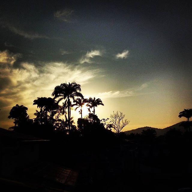 #paratyhostel #paraty #casadorio #landscape #paisagem #solnascente #sunrise #longexposure #android #