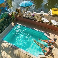 Rafa e Lud na piscina