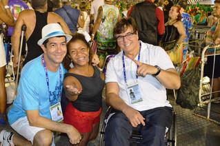 Quase todas as escolas deste primeiro dia de desfile trouxeram pessoas com deficiência em sua compos