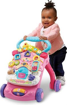 Meisje met VTech Baby Baby Walker loopwagen.jpg