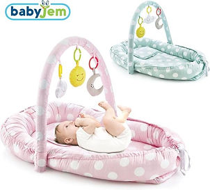 BabyJem babynestje met speelboog.jpg