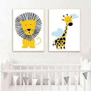 Postercity - Design Canvas Poster Stoere Leeuw & Giraffe met Wolkjes set.jpg