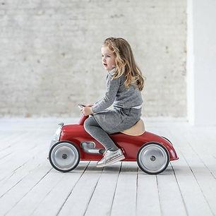 Meisje op Baghera Rider Retro Loopauto R