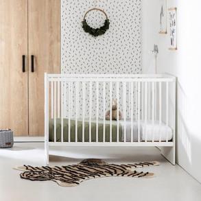 Puck ledikant wit in babykamer