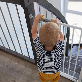 Baby achter hauck open n stop traphekje.