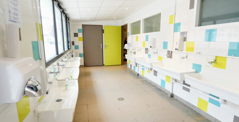 Toilettes cour Primaire.jpg