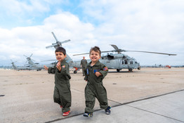 military-photographer-twins-photos-coron