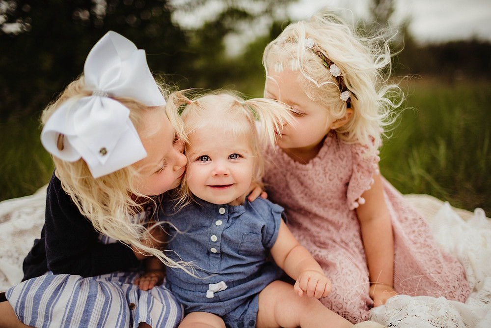sisters hugging in family photo, noblesville family photographer