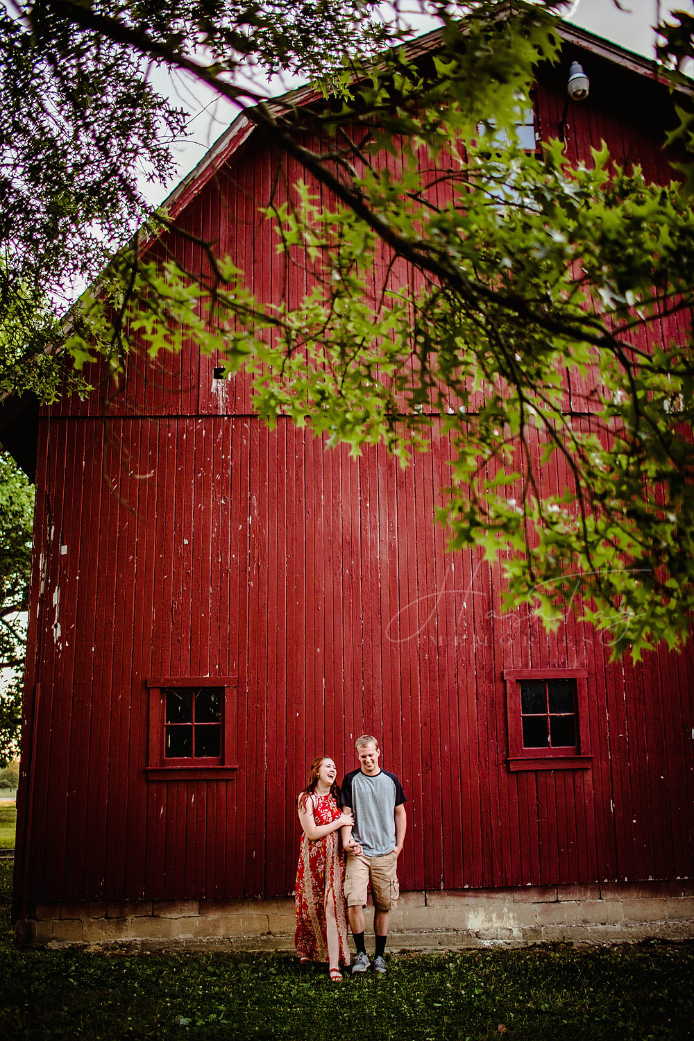 Indianapolis red bar engagement photos for midwest weddings