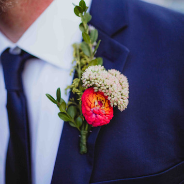 grooms' summer wildflower boutonniere