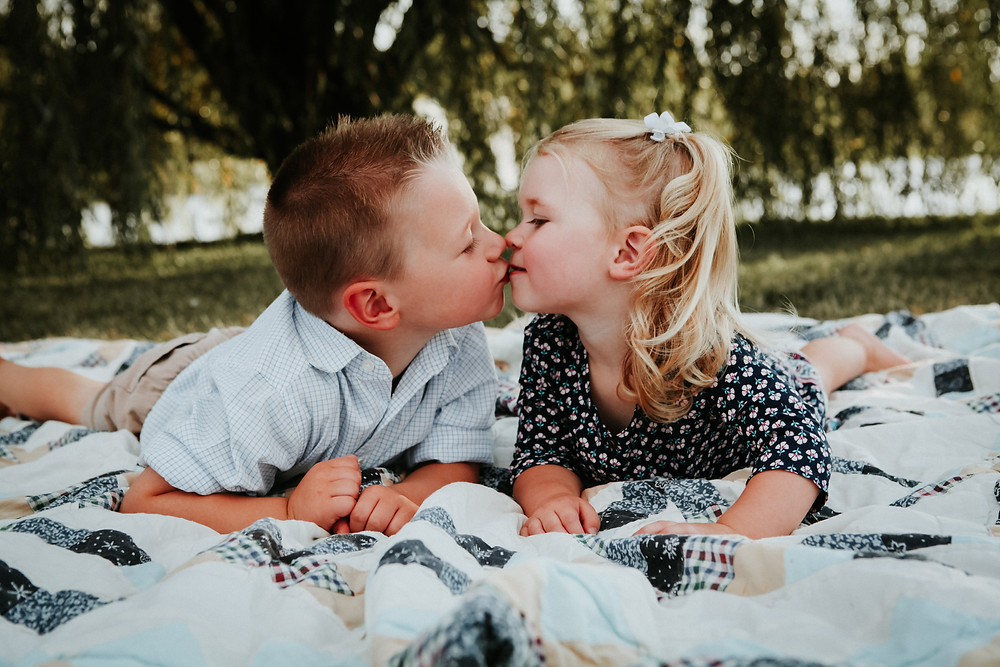 family photographers in noblesville and indianapolis photos of toddler siblings