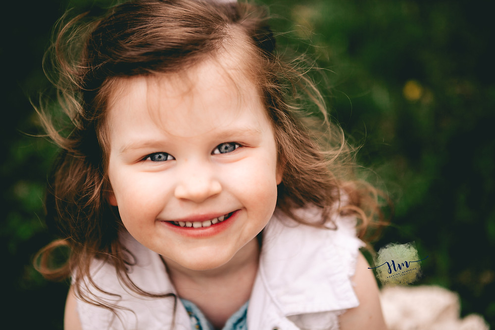 child portraits in carmel indiana with big red barn
