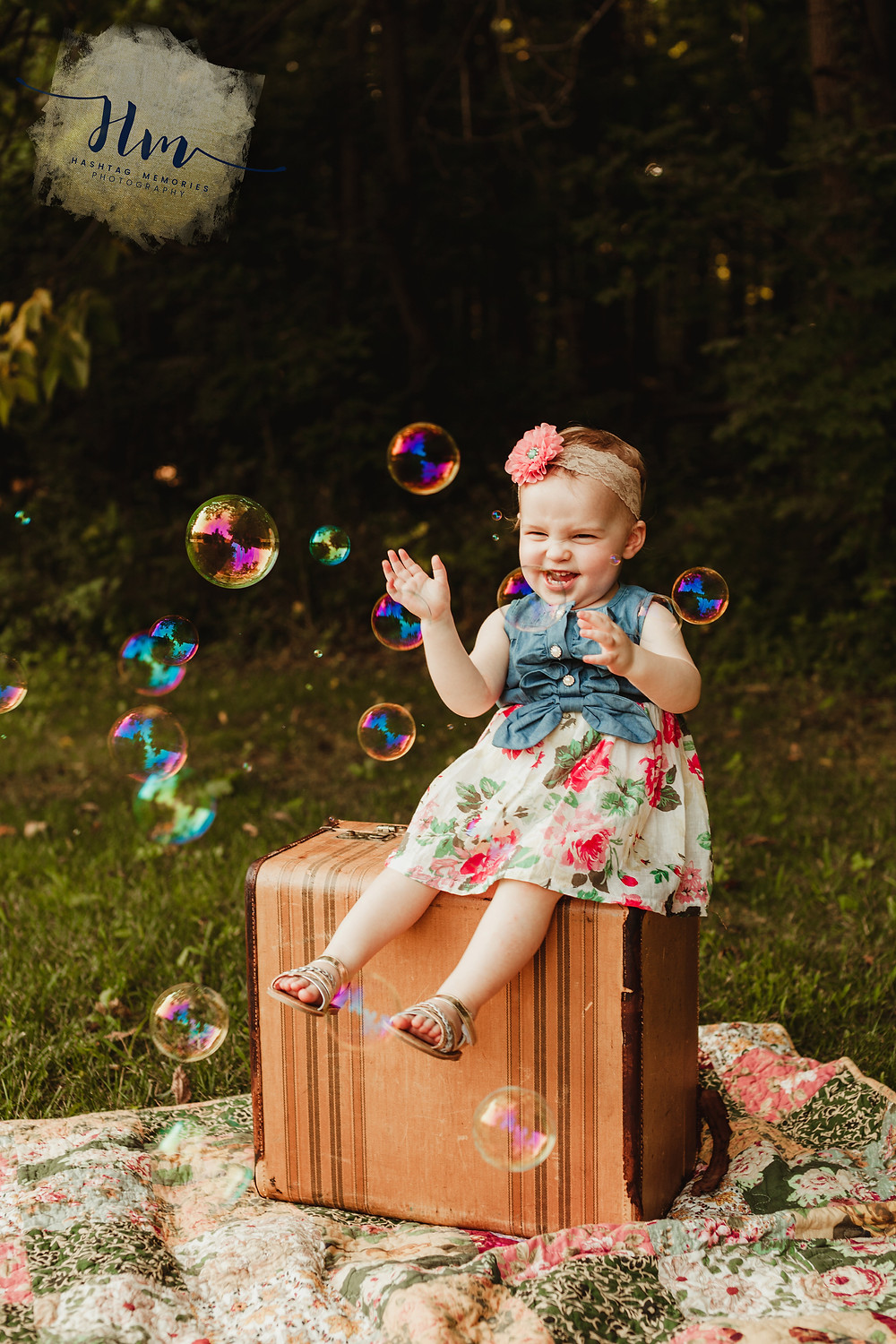 photo of toddler with bubbles, Indy family photography