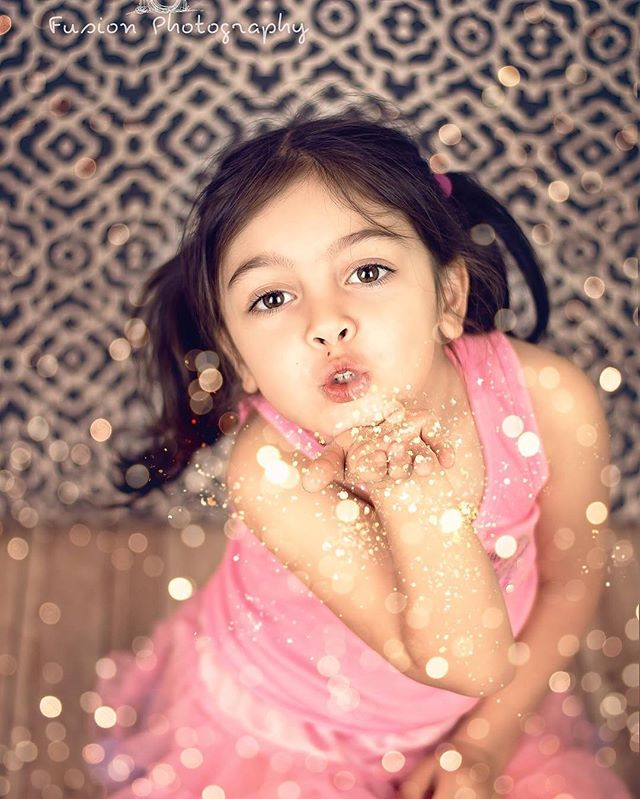 #beautifulgirl #portrait #childrenportraits #blowingglitter #blowingkisses #fusionphotography #michi