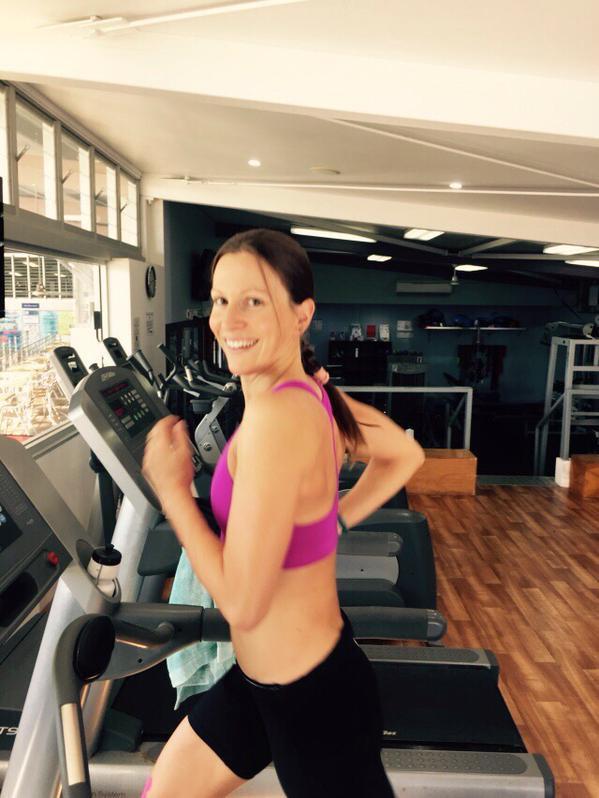 Back running on the treadmill