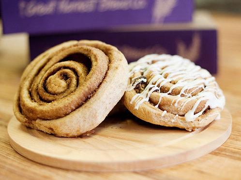 Cinnamon Roll (w/ Frosting on side)