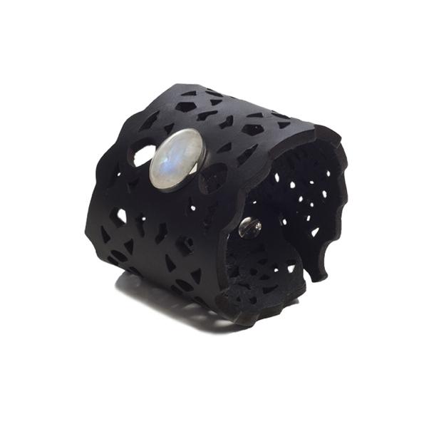 07.Petra black Moonstone web square3