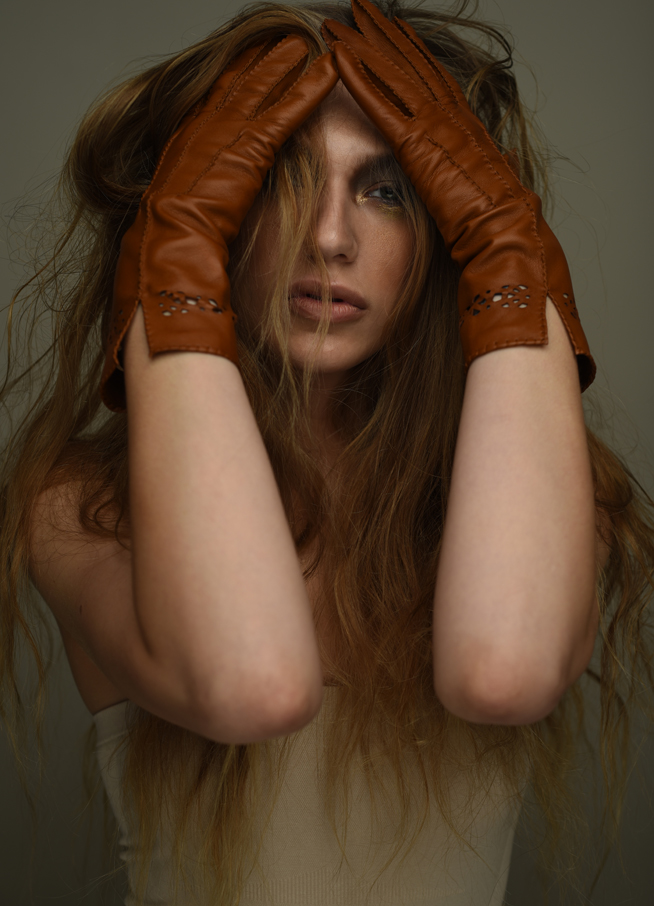 Heleeanne tan gloves
