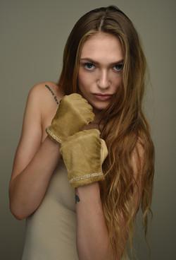 Valetra camel gloves