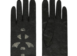 Riina O glove made of SCOBY composite material