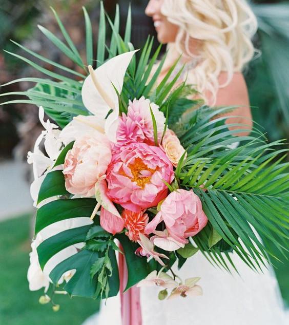 tropical bridal bouquet peonie.jpg