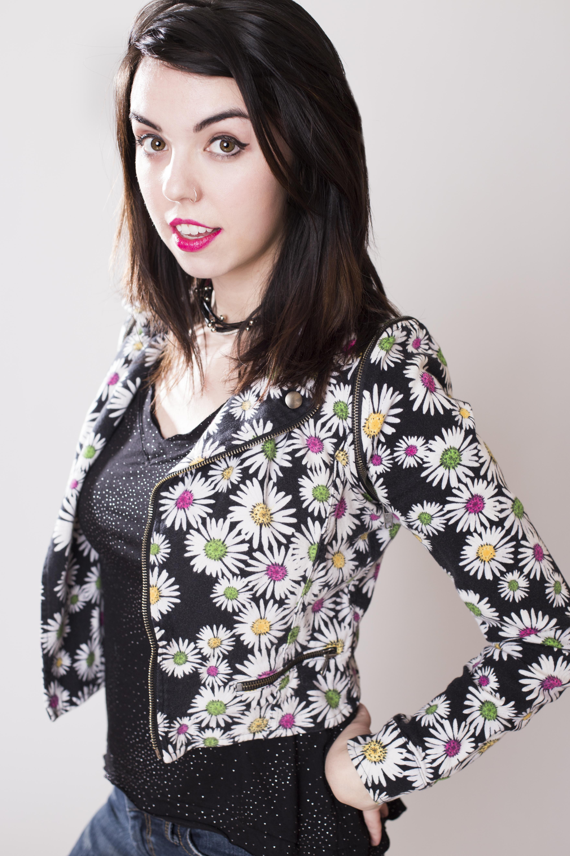 Lindsay likes 90s-00s fashion