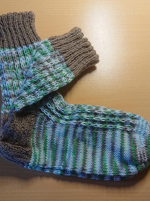 Blau-Grün-Weis-Braune Socken in Größe 42 / 43