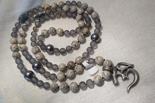 Graue Mala mit OM Symbol - Mala - Gebetskette mit 108 Perlen