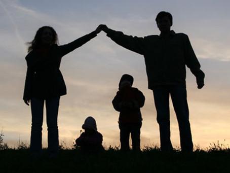 Învăţăm să ne iubim din modul în care părinţii reușesc ei să ne iubească