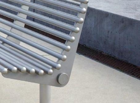 Преимущества металлической уличной мебели
