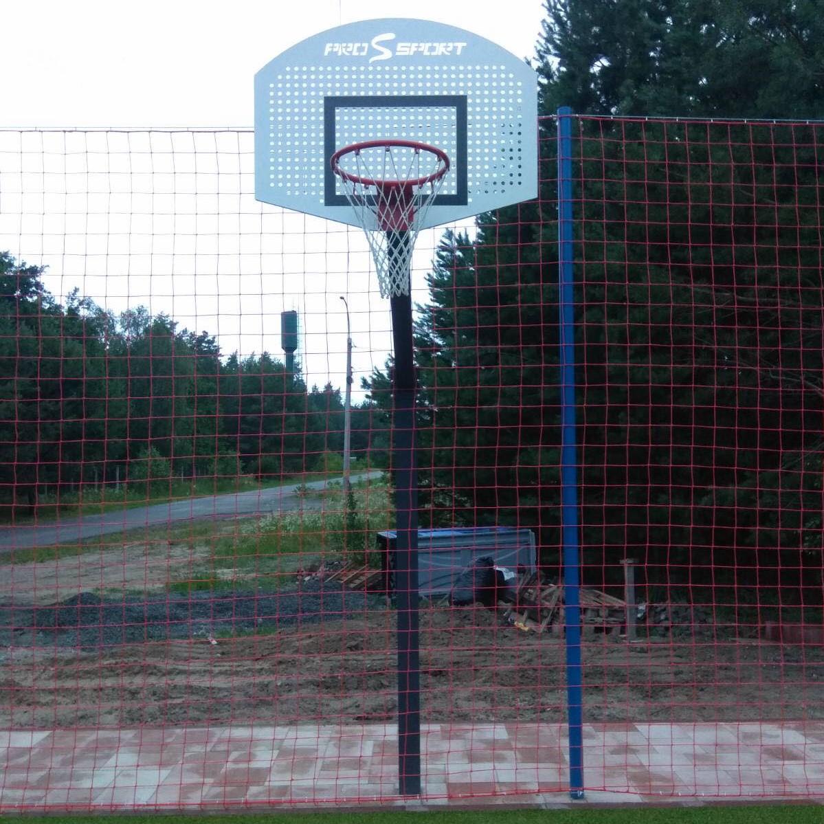 Баскетбольная стойка со щитом и корзиной