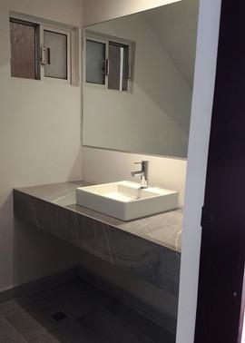 baño de visitas remodelado