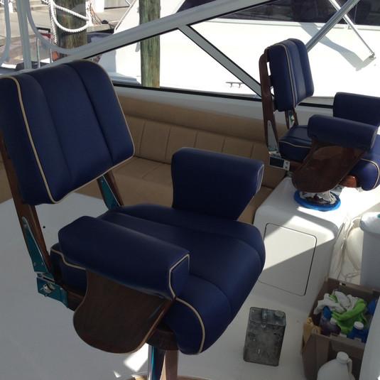 Ultraleathre Captain Chairs.JPG