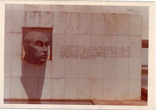 Foto Antiga -  Busto de JK