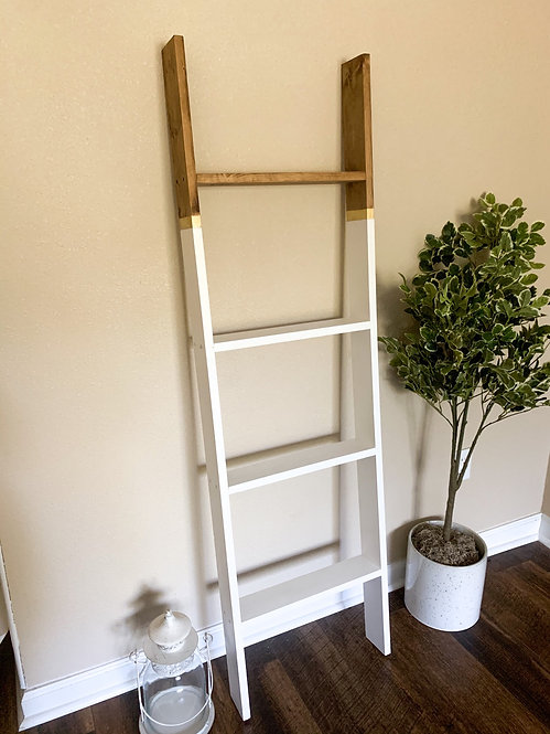 Two Toned Gold Detailed Blanket Ladder