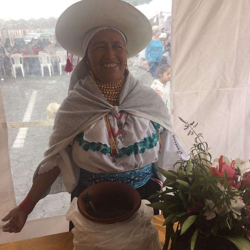 Juanita en el concurso de platos típicos