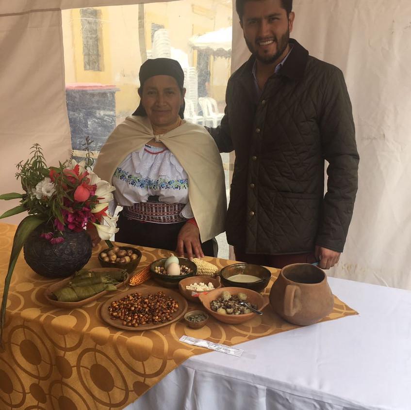 Magdalena presidenta del comité central de la UNORCAC y Guillermo Jarrín gurú del té en el Ecuador