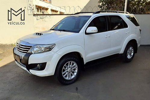 SW 7 lugares diesel 2013 completa int. caramelo - 📞/📱 Whatsapp: 16 3627.0400