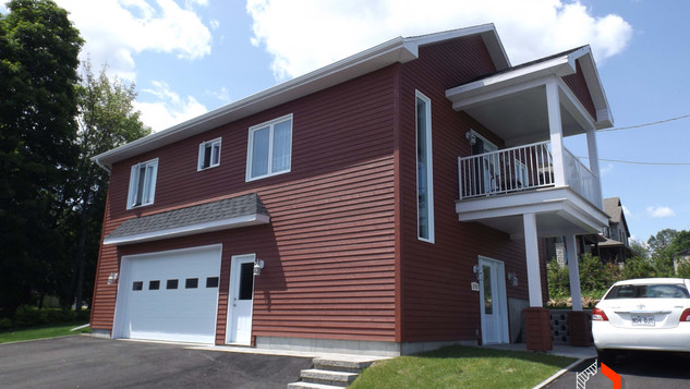 Modèle de maison avec garage